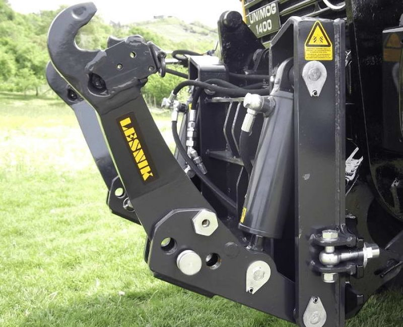 celna-prednja-sprednja-hidravlika-dvigalo-na-komunalno-hitrovpenjalno-plosco-unimog-mb-trac-lindner-reform-muli-shl-pu-traktor-14-lesnik-lenart-min
