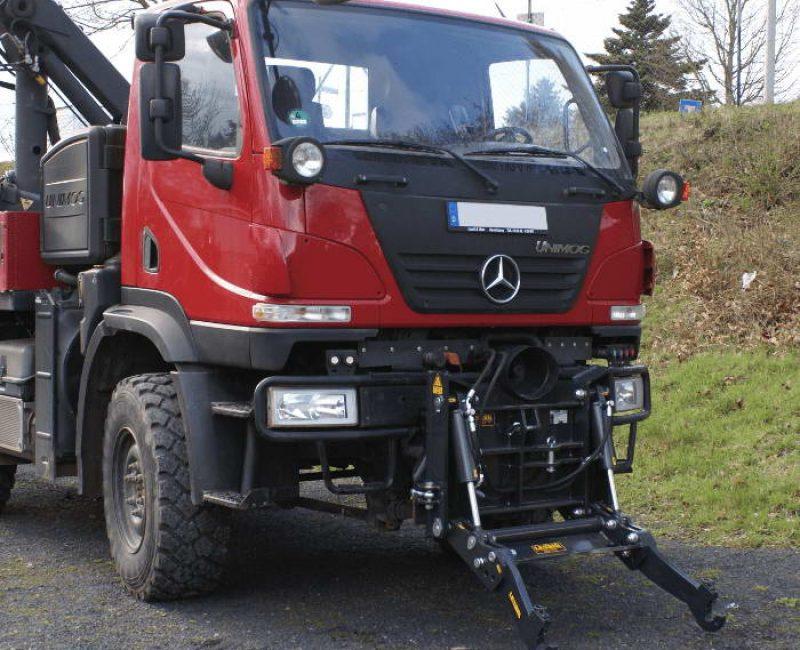 celna-prednja-sprednja-hidravlika-dvigalo-na-komunalno-hitrovpenjalno-plosco-unimog-mb-trac-lindner-reform-muli-shl-pu-traktor-7-lesnik-lenart-min