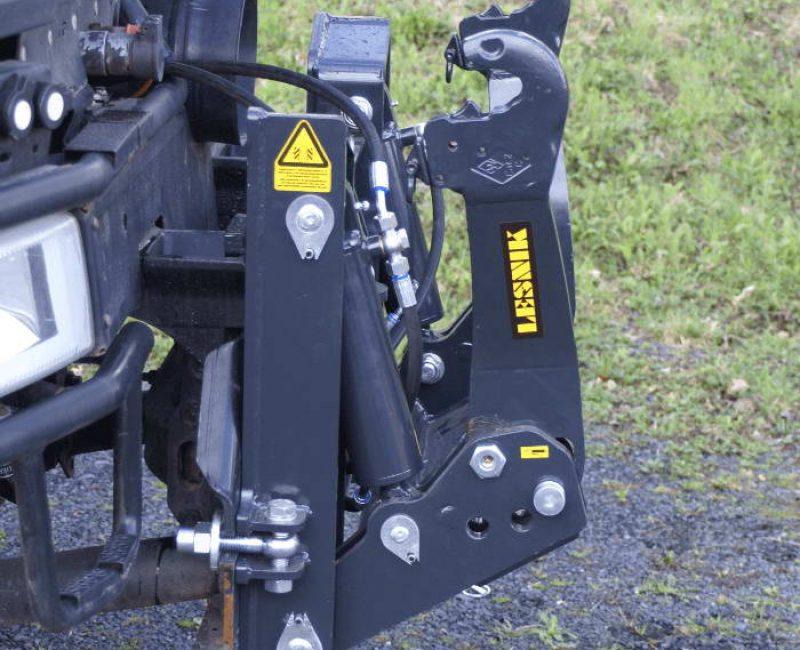 celna-prednja-sprednja-hidravlika-dvigalo-na-komunalno-hitrovpenjalno-plosco-unimog-mb-trac-lindner-reform-muli-shl-pu-traktor-9-lesnik-lenart-min
