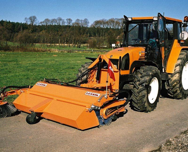MLK-pometalna-naprava-metla-traktor-lesnik-lenart-4