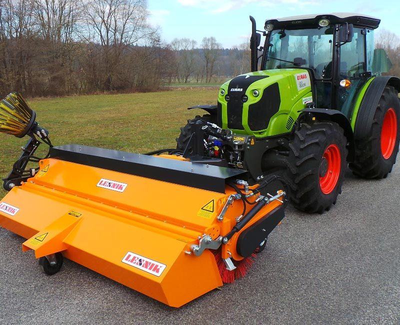 MLK-pometalna-naprava-metla-traktor-lesnik-lenart